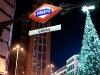 Metro-Haltestelle Callao mit Weihnachtsbaum.